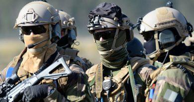 فرنسا.. فتح تحقيق في واقعة تقييد جندي في ساحة تشهد إطلاق طائرات مقاتلة الذخيرة الحية